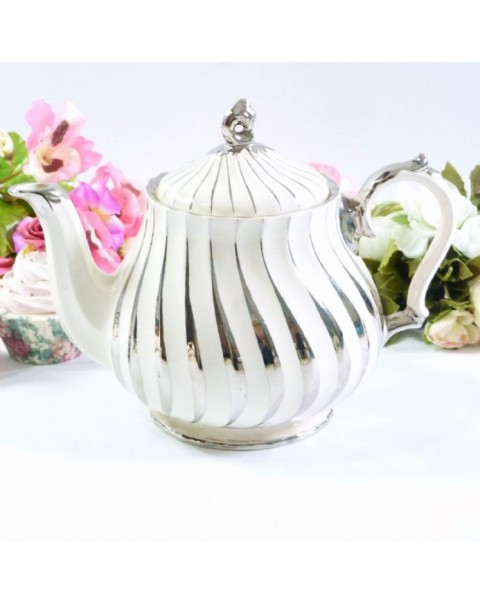 (OUT OF STOCK) SADLER SILVER AND WHITE VINTAGE TEAPOT